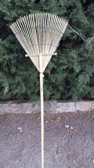 Rastrillo escoba de bambú