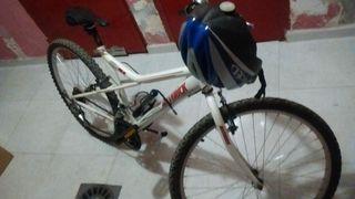 Bicicleta de montaña blanca