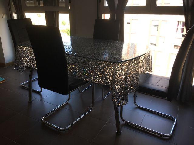 Juego de comedor (mesa cristal y 4 sillas negras) de segunda mano ...