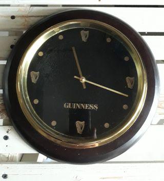 Reloj de pared de la colección Guinness