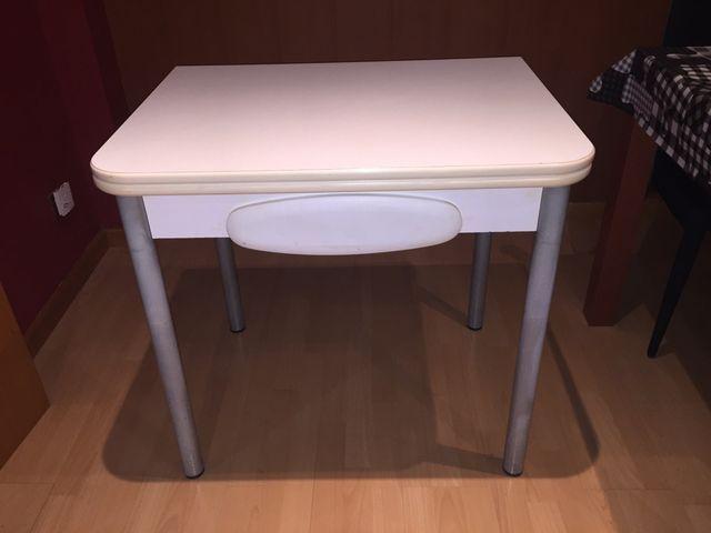 Mesa de cocina con alas plegables de segunda mano por 50 € en El ...