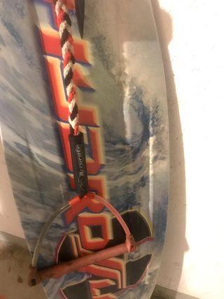 Tabla de Wakeboard con fijaciones y palonier