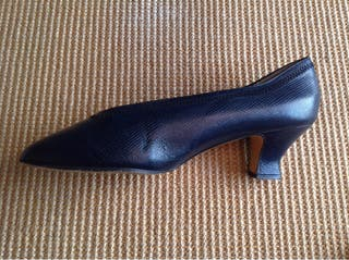 Zapatos salón azul piel 40. Poco tacón