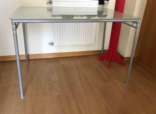 Mesa de salón/cocina IKEA Cristal y aluminio de segunda mano por 30 ...