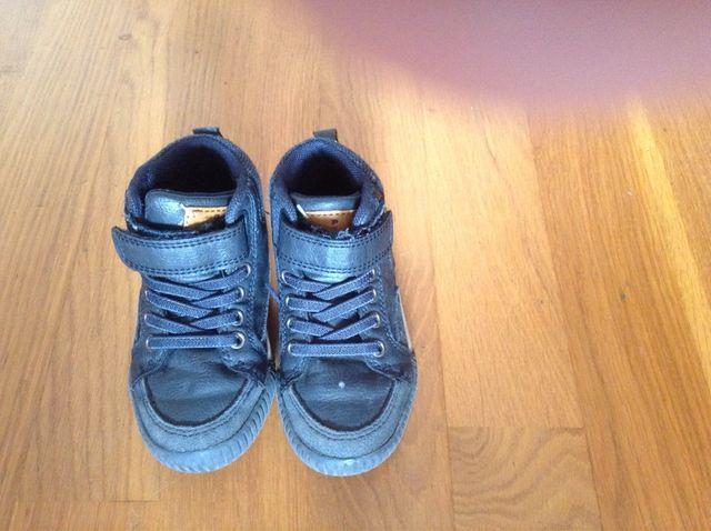 2bd947d8cf1 Zapato niño talla 26 de segunda mano por 10 € en Barcelona en WALLAPOP