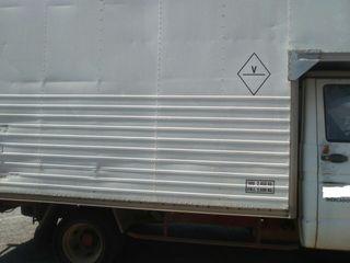 camion con caja de mudanza
