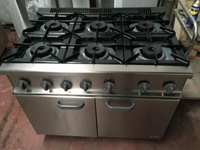 Cocina con horno industrial