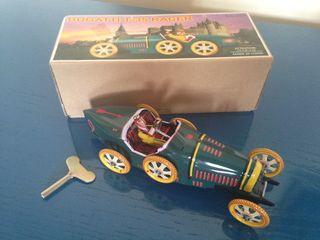 Coche de juguete estilo vintage