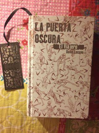 """Libro: """"La puerta oscura, el viajero"""""""