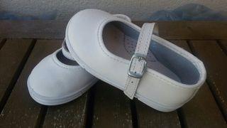 Merceditas blancas. Zapato niña.T21.