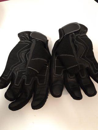 Casco MT y guantes de moto