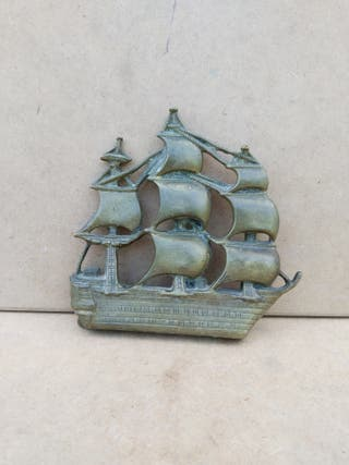 Barco de bronce.
