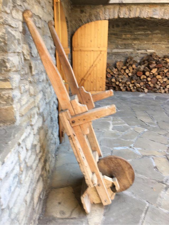 Carretilla antigua de madera