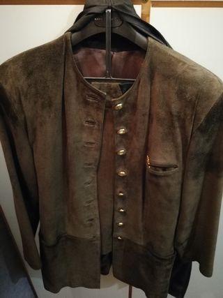 exclusivo traje chaqueta y falda ante