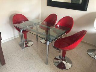 Mesa comedor y 4 sillas de diseño