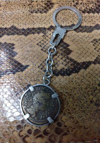 llavero plata con moneda romana