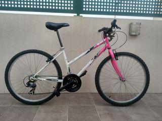 Bicicleta de montaña, mujer