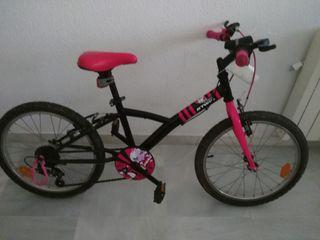 bicicleta de la niña tiene 16 pulgadas