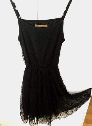 Vestido negro blonda