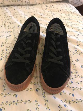 Zapatillas negras Zara Bershka
