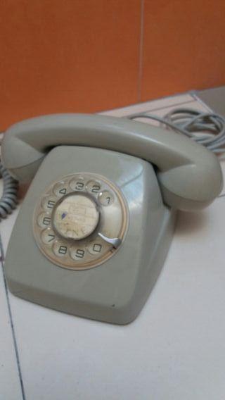 Teléfono antiguo..