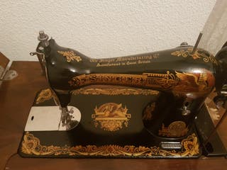 Máquina de coser singer, mueble y pedal +100años