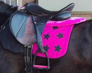 se hace mantas ,capas y sudaderos para tu caballo