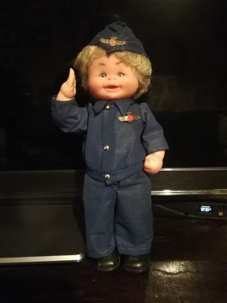 muñeco vestido de aviacion