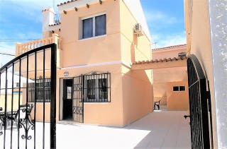 FABULOSO CHALET CHAPARRAL TORREVIEJA