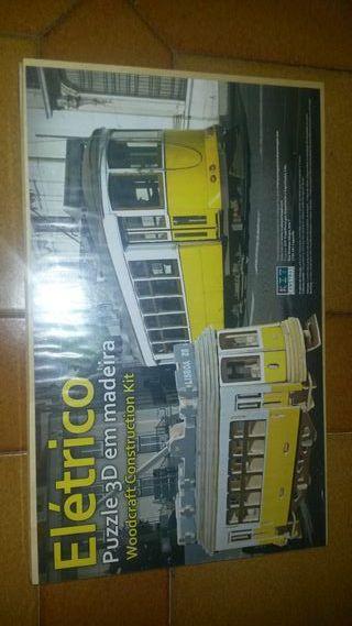 Maqueta de madera de tranvía de Portugal