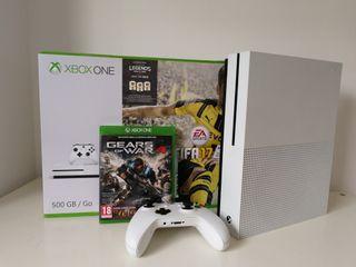 Xbox One S 500Gb + Mando + Fifa 19 + juegos