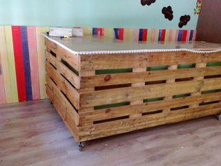 mostrador de palés de madera