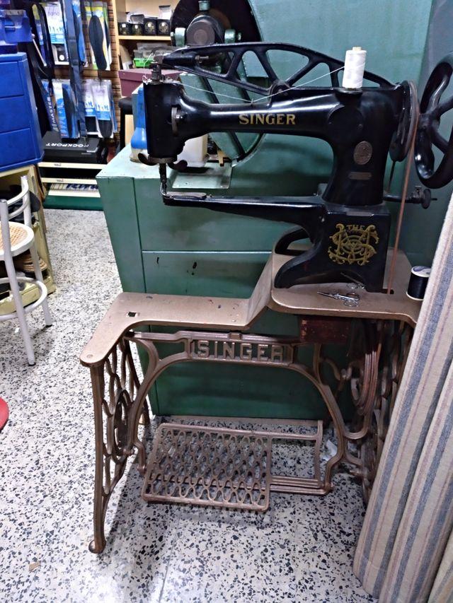 Maquina de coser SINGER. de segunda mano por 400 € en