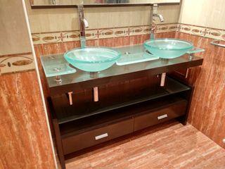 Mueble de baño y espejo de diseño
