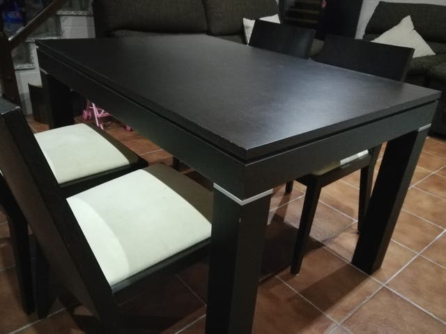 Mesa comedor kibuc extensible + 4 sillas. de segunda mano por 240 ...