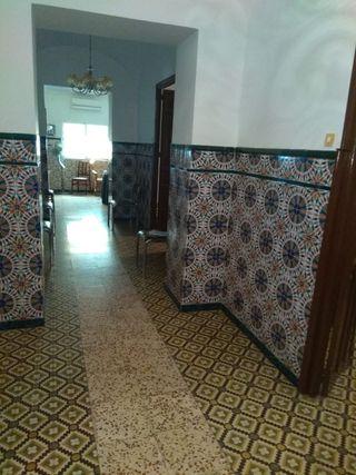 Casa de dos alturas en castuera (Badajoz)