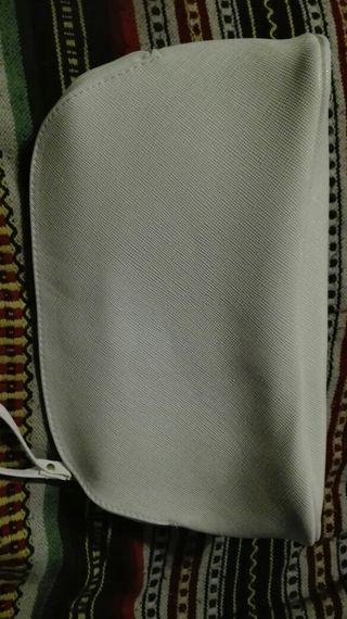 BELLEZA - BOLSO NECESER NUEVO en color blanco