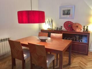 Mesa de comedor y sillas de cerezo