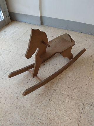 Caballo de juguete artesanal