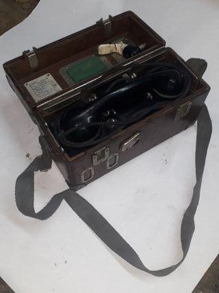 Antiguo telefono militar