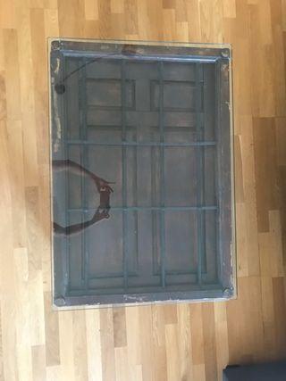 Mesa centro hecha con puerta antigua