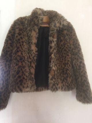 Abrigo print sintético leopardo
