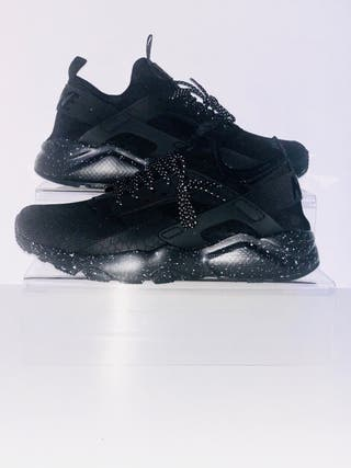 Nike Triple Black Huaraches