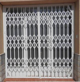 Verja hierro blanco puerta
