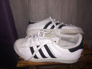 pretty nice d8428 476f8 Zapatillas Adidas Superstar