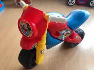 Moto correpasillos Mickey Mouse