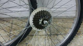 2 Ruedas de bicicletas