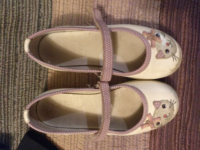 c00a187dfc7 Zapatos merceditas color blanco gatitos talla 28 de segunda mano por ...