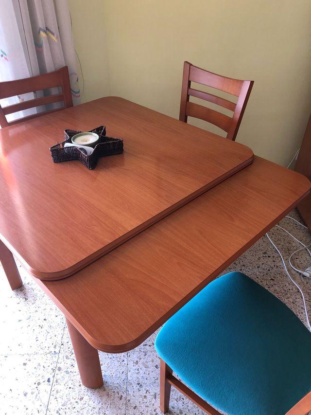 Mesa comedor cuadrada extensible de segunda mano por 100 € en Lloret ...