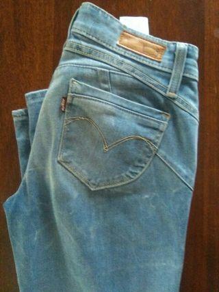 Pantalones mujer.Marca Levis.